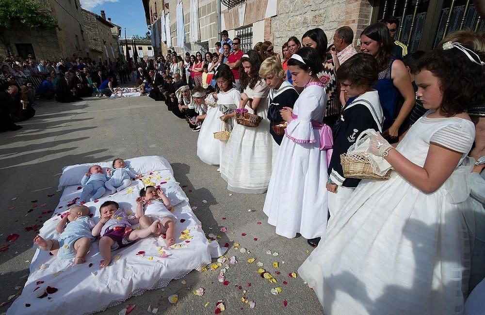 Младенцы в день Эль Колачо