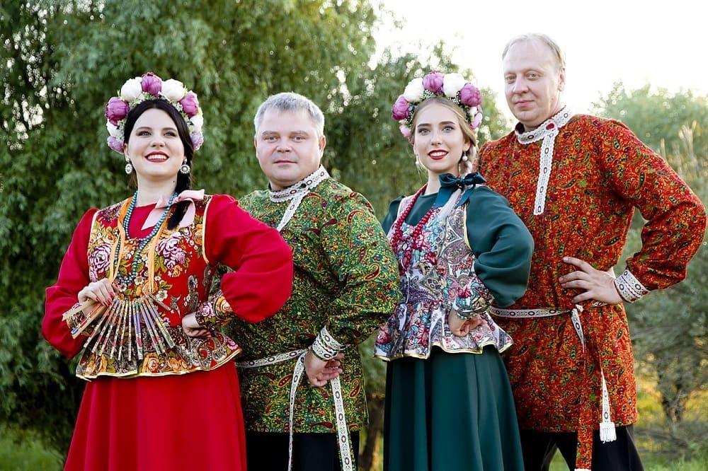 Музыкальные народные коллективы используют косоворотку как сценическую одежду / show-yuzhane.ru