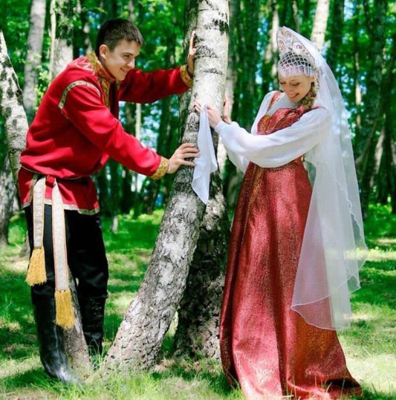 На свадьбу жених надевал красную косоворотку / mykaleidoscope.ru