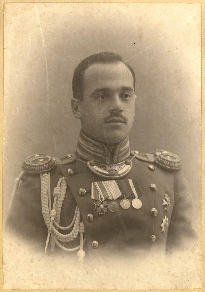 Полковой адъютант 5 гренадёрского Киевского полка в парадной форме, 1913 год / medalirus.ru