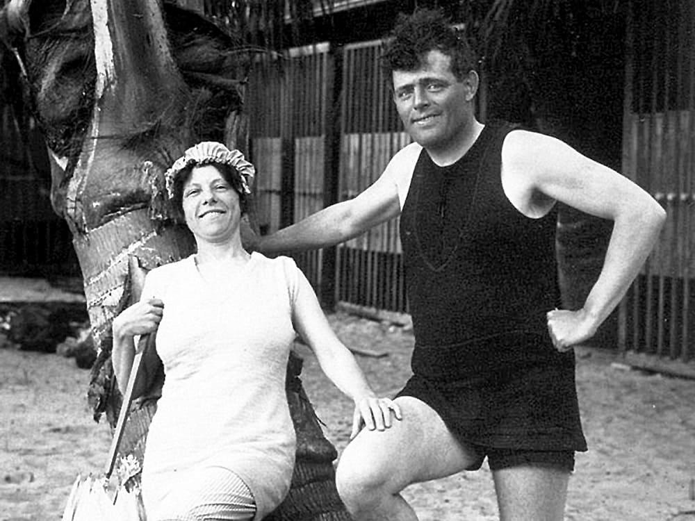 С женой Чармиан на Гавайях за год до смерти / eg.ru