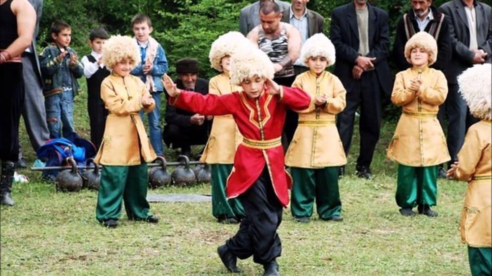 Талышам с детства прививается любовь и почтение к традициям своего народа / realtribune.ru