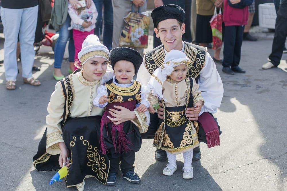 У греков детям с колыбели прививается глубокое уважение к старшим членам семьи / i24.com.ua