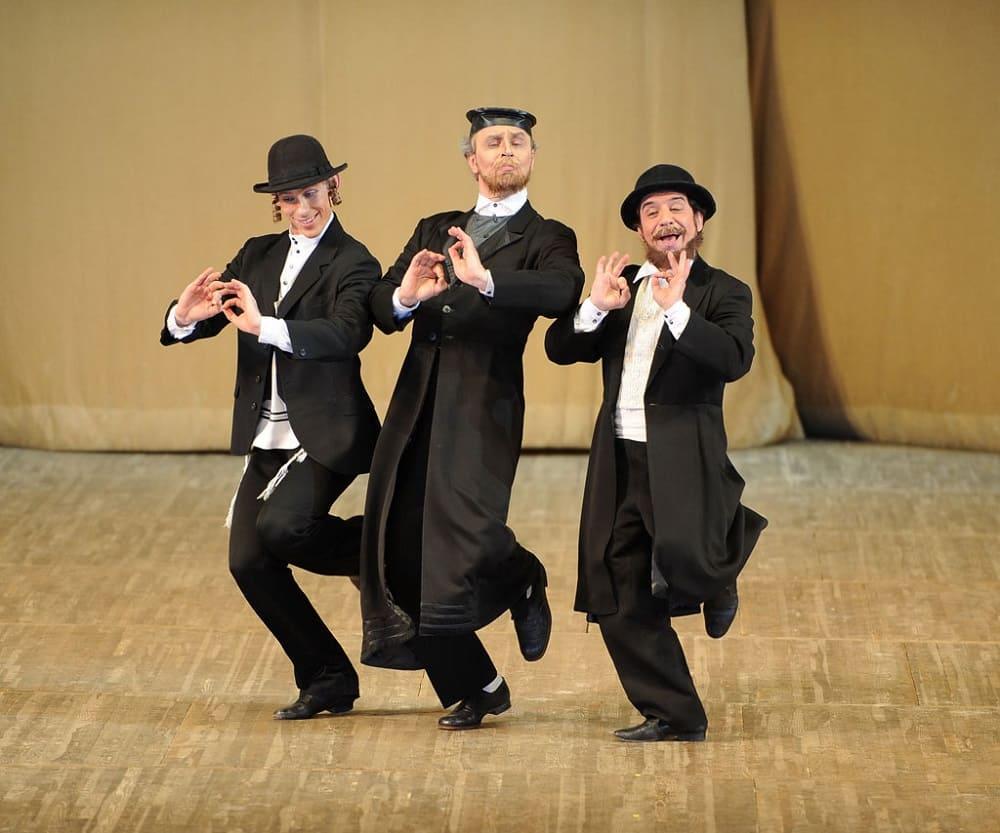 В лапсердаке можно даже танцевать / ne-kurim.ru