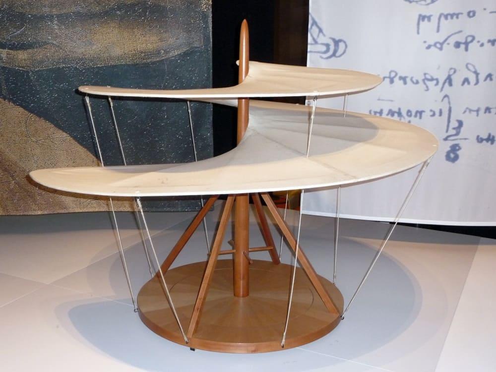 Воздушный винт, сделанный по эскизам Леонардо, прототип вертолётного винта / commons.wikimedia.org