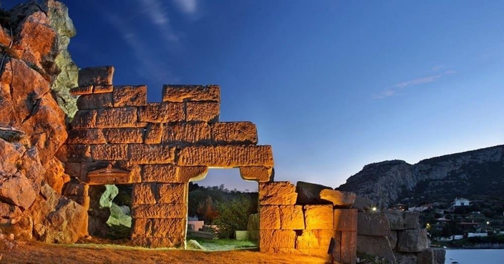 Эти камни видели смертельную схватку двух братьев. Фивы, Греция / livelyplanet.ru