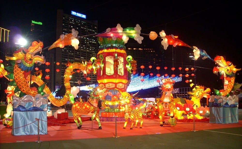 Как и большинство праздников в Китае, Чжунцюцзе очень красочный и яркий / photochronograph.ru