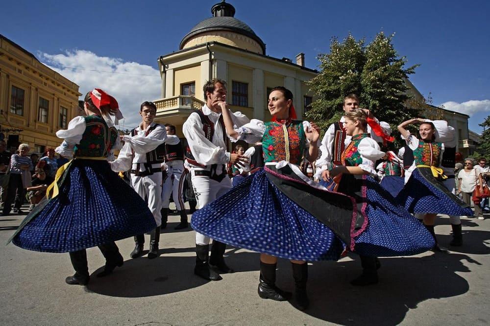 Как любой уважающий себя народ, боснийцы сохраняют своё культурное наследие / almode.ru