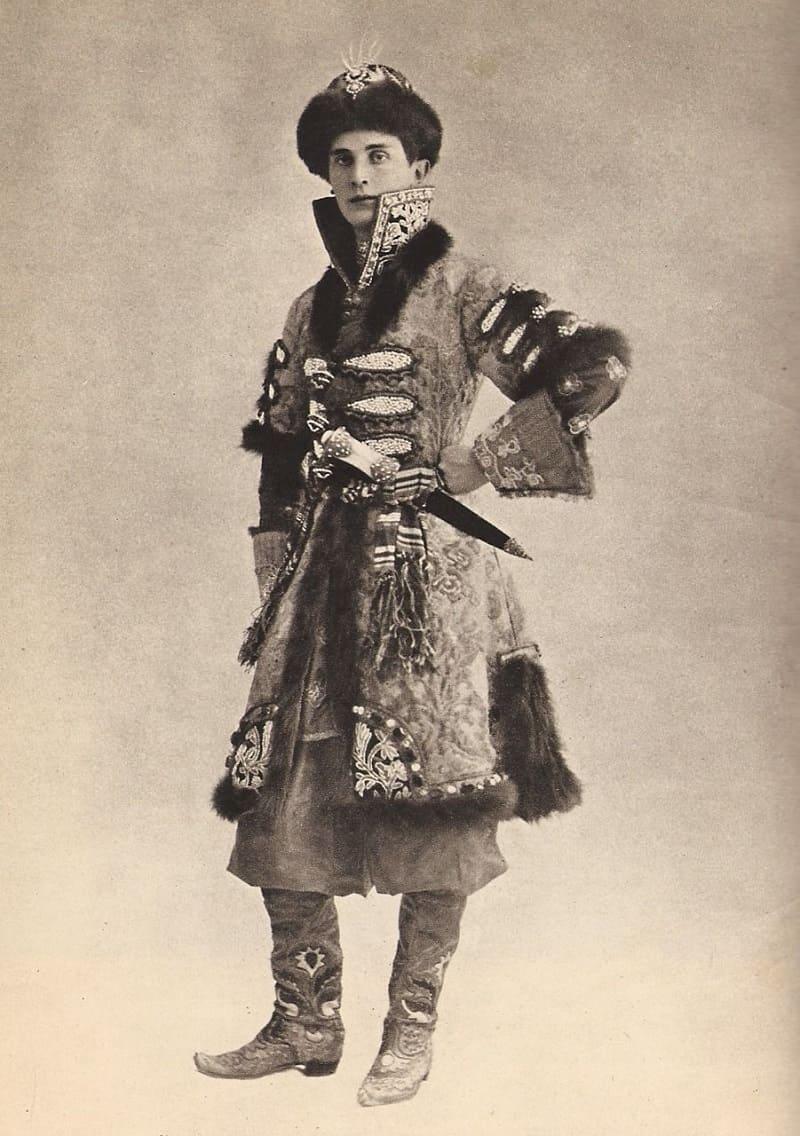 Князь Феликс Юсупов в боярском кафтане на костюмированном балу в Лондоне, 1912 год