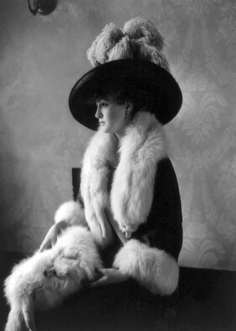 Луиза Кромвель позирует в лисьих мехах, 1911 год