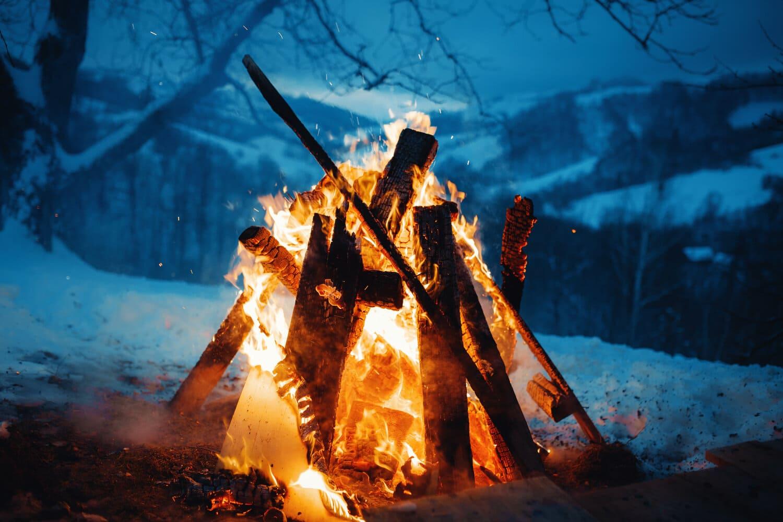 Огонь - священная очищающая сила, воплощение света способен изгнать с земли тёмных духов / ashlensastrology.com