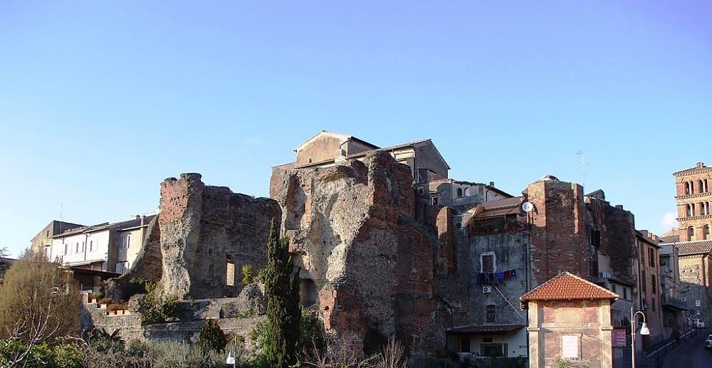 Остатки древних зданий в городе Альбано Лациале, возможно, когда-то были легендарным городом Альба-Лонга / ru.wikipedia.org