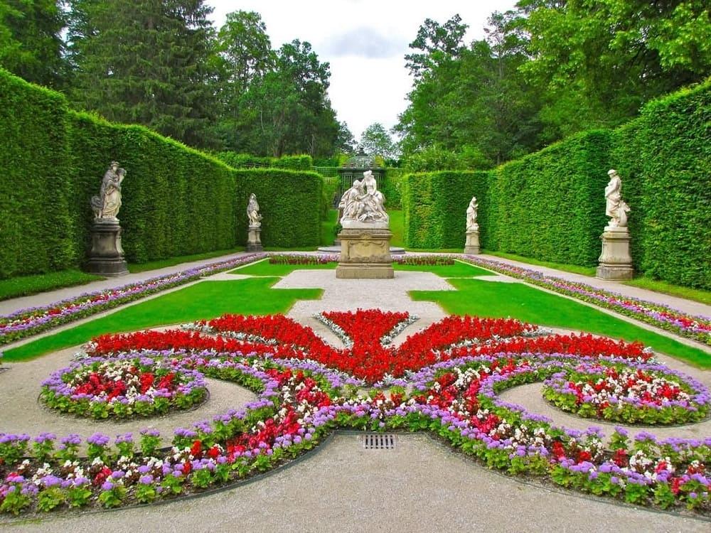 Партер дворцового парка Линдерхоф, Этталь, Германия / askideas.com
