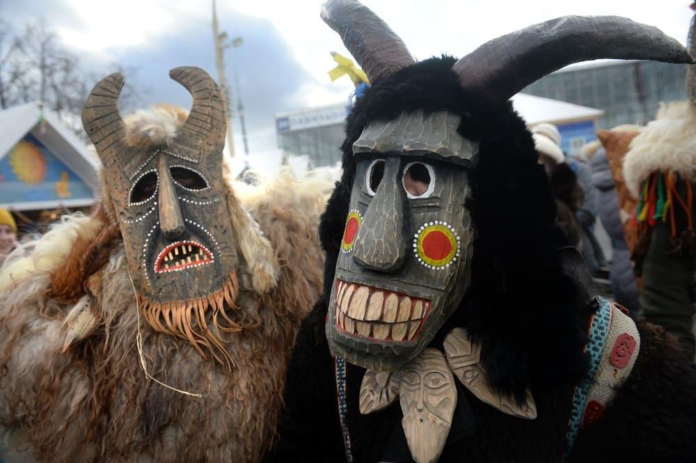 Страшные маски помогут спрятаться от злых духов / © Kiril Kalínnikov / actualidad.rt.com