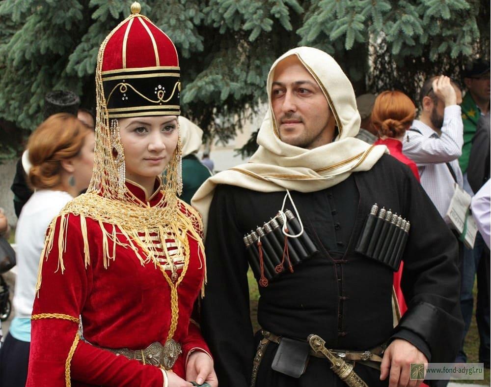 У кавказских народов башлык является элементом национальной одежды / fond-adygi.ru