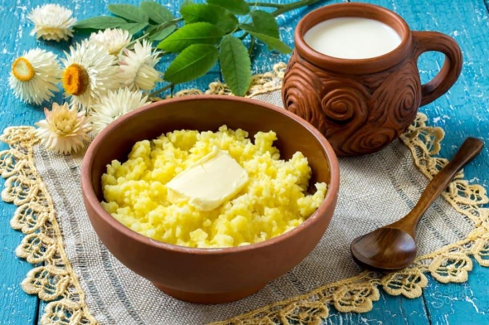В качестве главного угощения на праздник готовили кашу, обильно сдобренную маслом / kulinaroff.org
