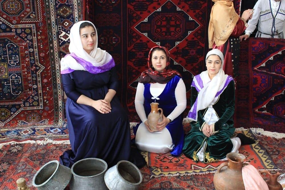 В лезгинских семьях к женщинам относятся с особым уважением / лезги-театр.рф