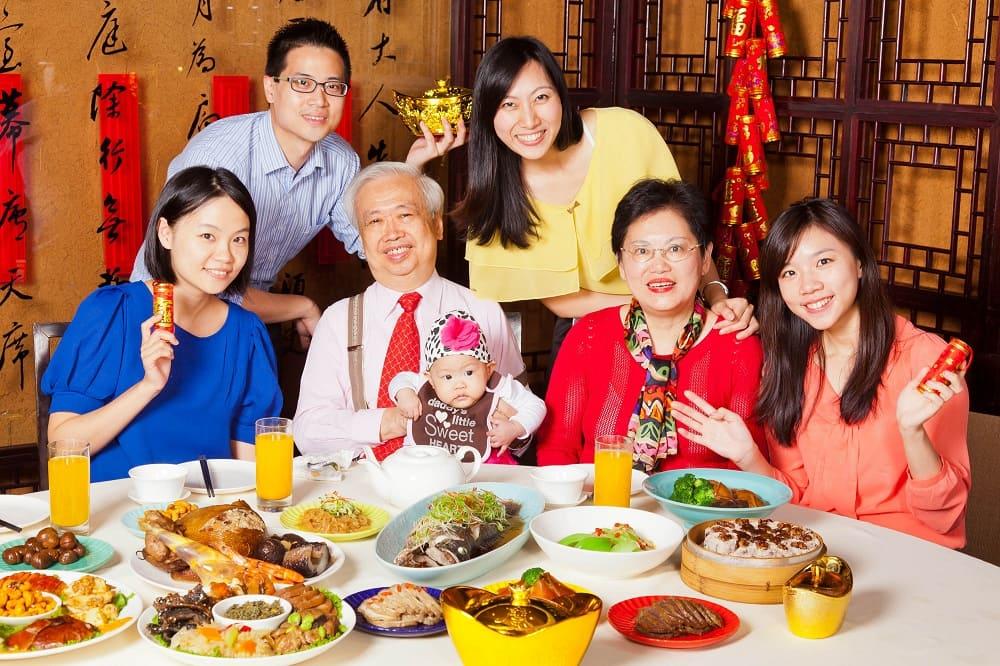 В праздничный день принято устраивать семейное застолье и вместе любоваться Луной / po.m.nbdntools.com