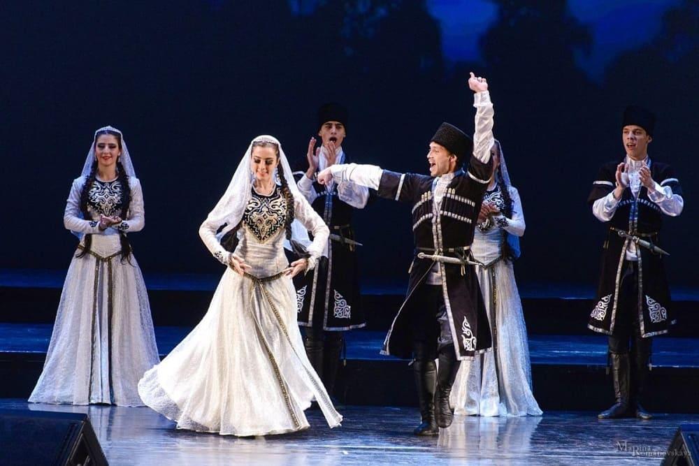 Знаменитый танец лезгинка получил своё название от лезгинского народа / gazetavatan.ru