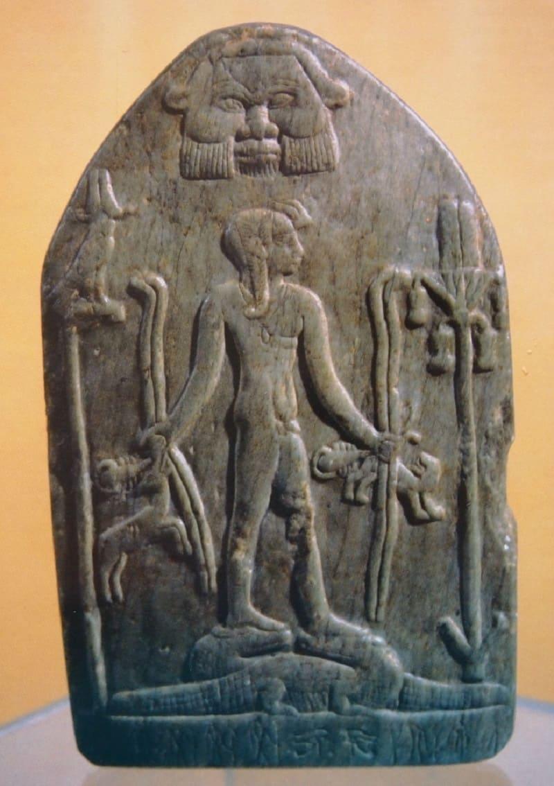 Бэс оберегал и защищал маленького Гора, 1213-1203 годы до н.э. Местонахождение: Египетский музей, Каир, Египет