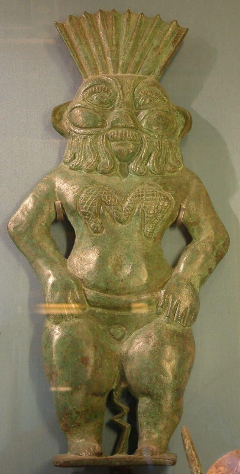 Бронзовый рельеф Бэса, II век до н.э. Местонахождение: Лувр, Париж, Франция