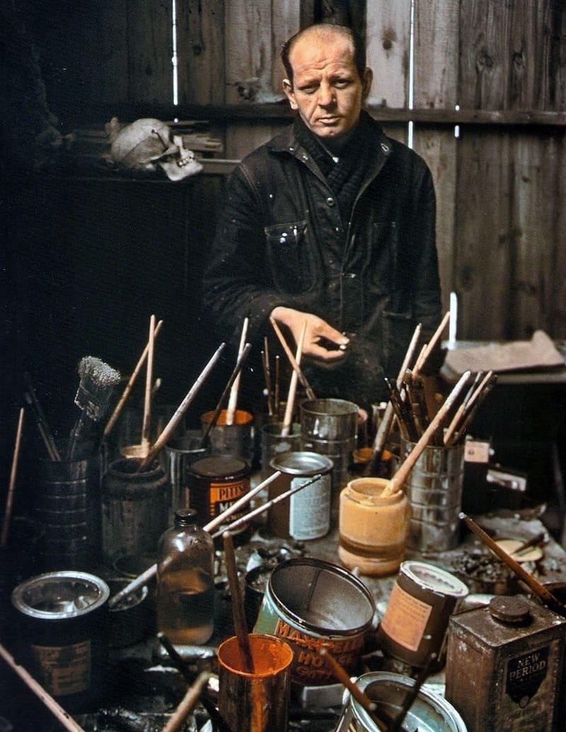 Джексон Поллок в своей мастерской / styleinsider.com