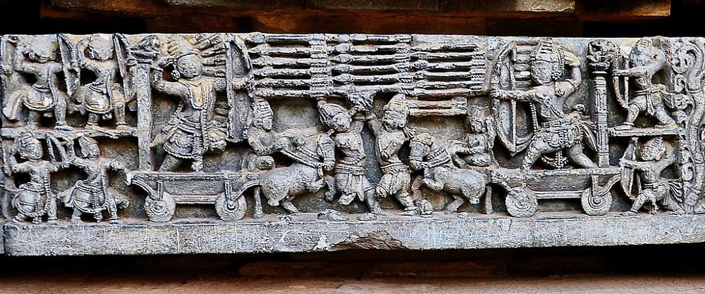 Финальная битва войны на Курукшетре, рельеф XII век Местонахождение: Храм Хойсалешвара, Халебиду, Индия