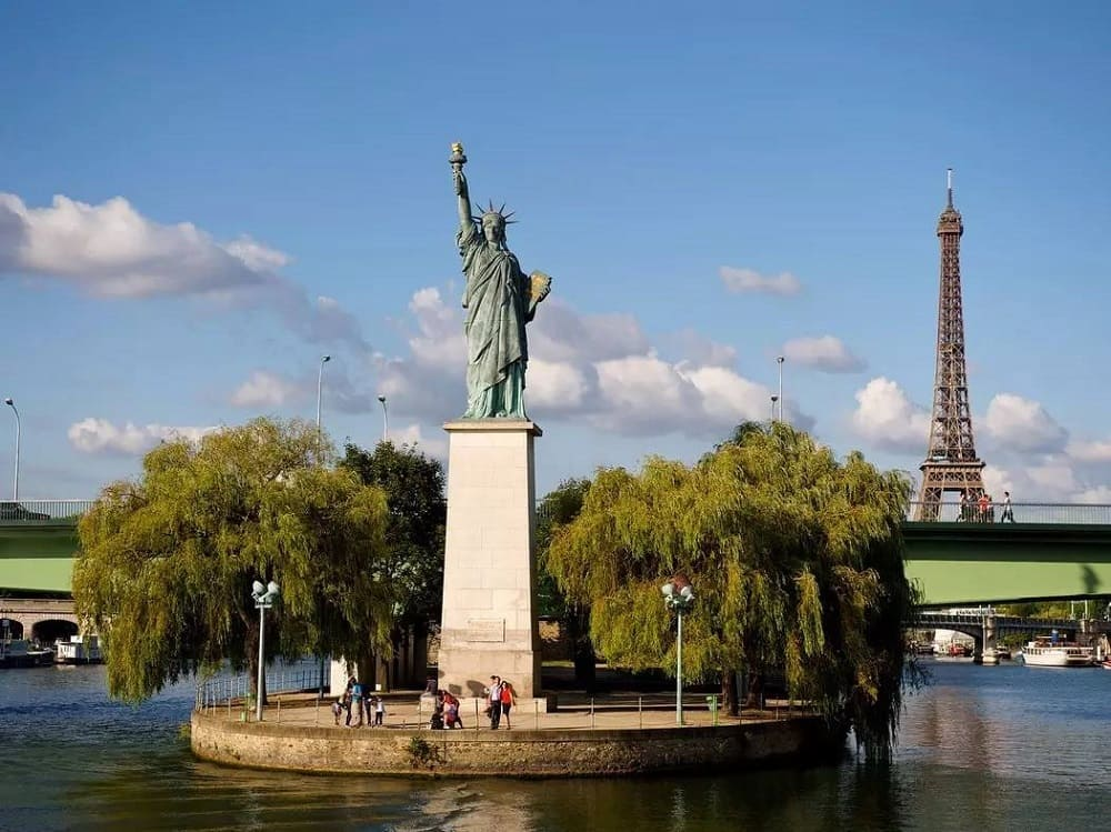 Копия статуи Свободы, Париж, Франция / architectureguru.ru