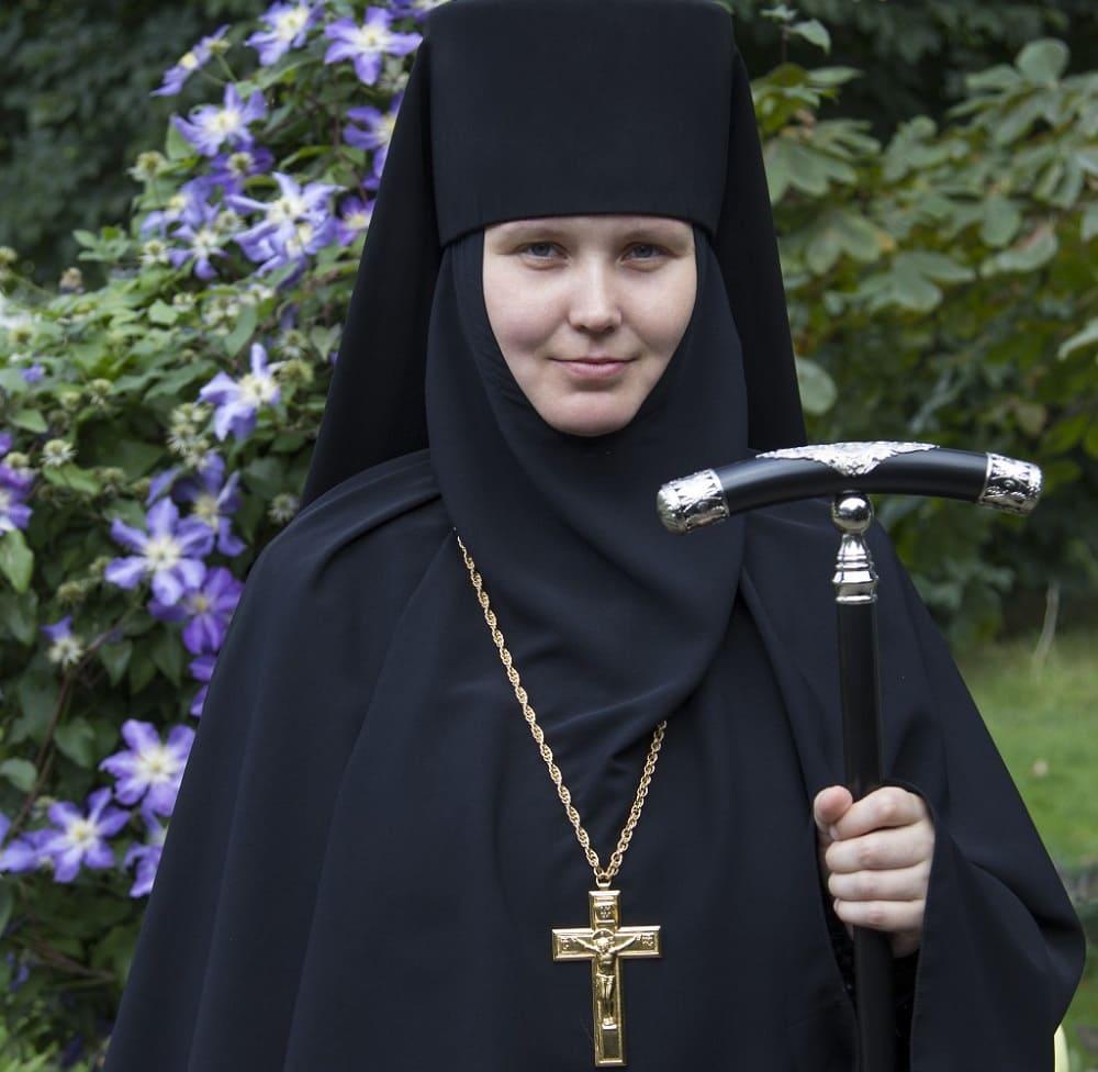 Кроме мужских, имеются и женские монашеские клобуки. Настоятельница Марфо-Мариинской обители игумения Елизавета / radiovera.ru