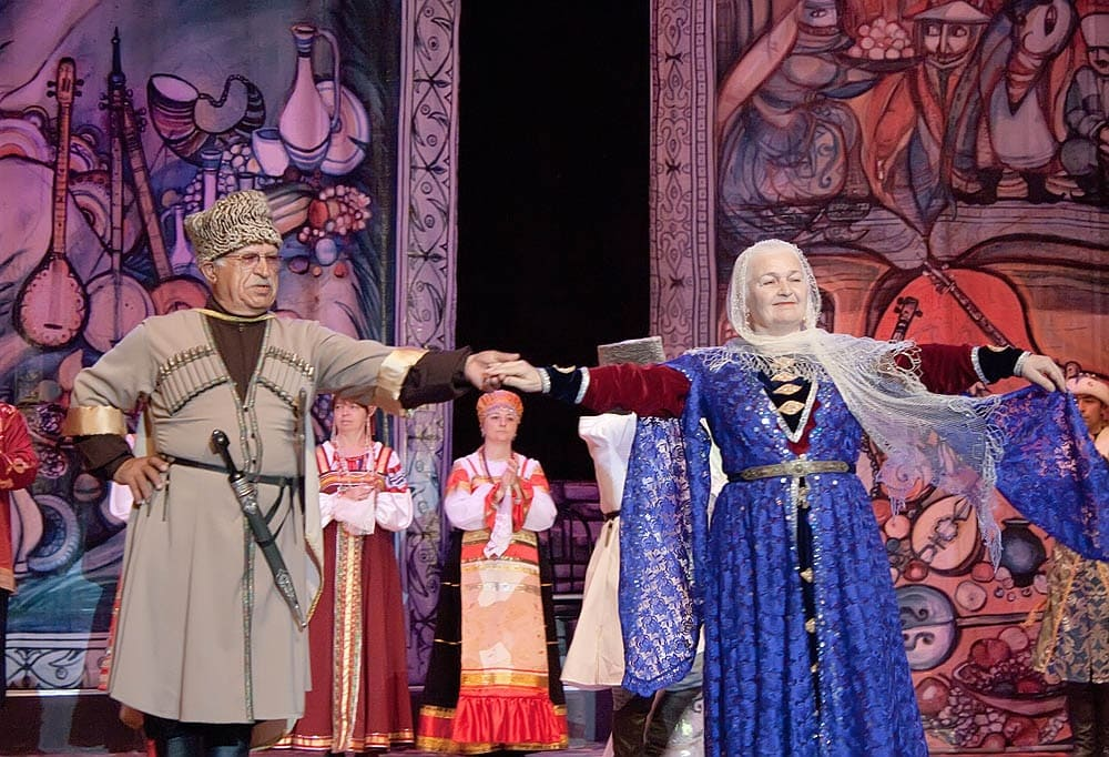 Кумыки дорожат своими национальными традициями и культурой и бережно передают их от старшего поколения к младшему / aedvil.eu