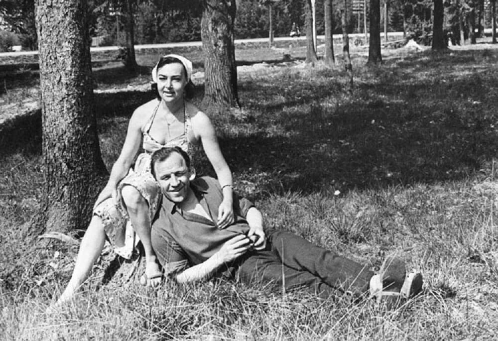 Михаил Ульянов с женой Аллой Парфаньяк