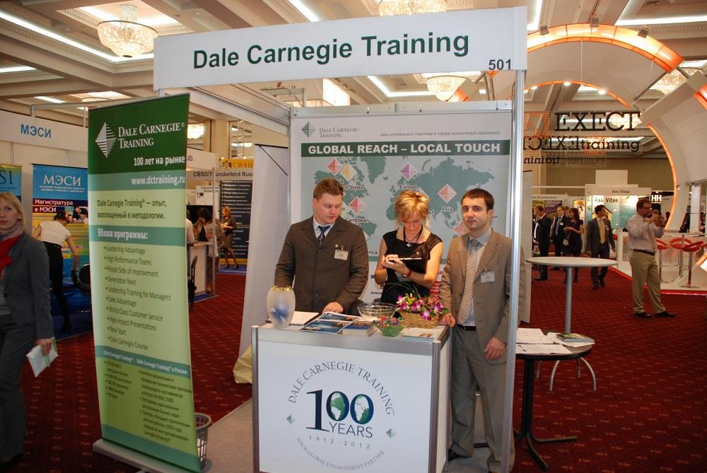 На ораторских курсах и обучающих тренингах активно используются советы Дейла Карнеги / staff-online.ru