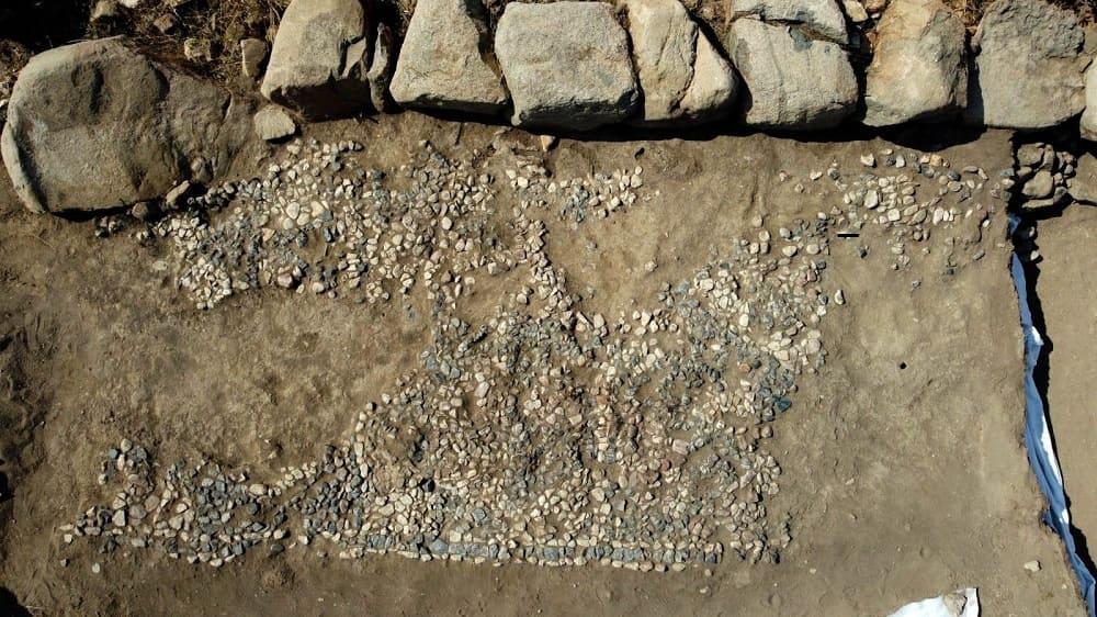 Общий вид мозаики, найденной в кургане Ушаклы, Йозгат, центральная Турция, 14 сентября 2021 года. (Фото IHA)