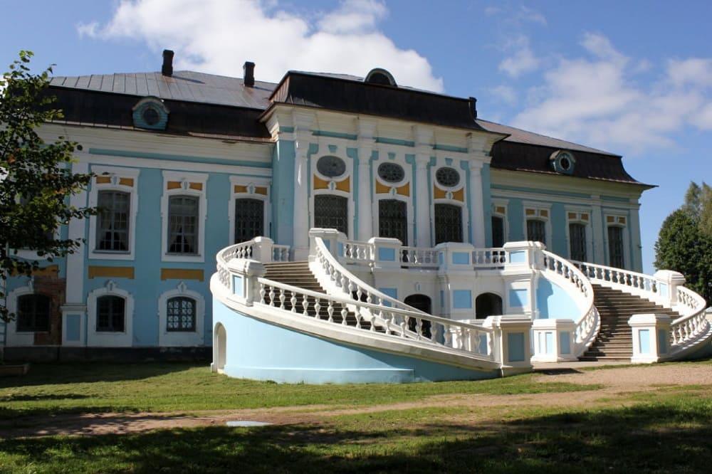 Родовая усадьба в Хмелите, где Грибоедов в основном и провёл детство и юность, теперь здесь музей / malinatravel.ru