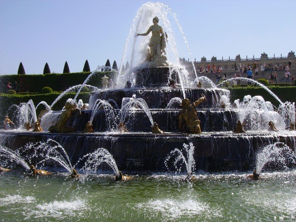 В Версале находится великолепный фонтан Латоны (она же Лето) / tripguide.ru