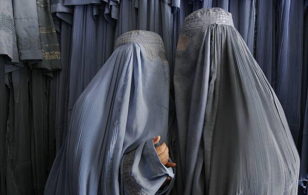 Женская бурка считается символом радикального ислама / © Farzana Wahidy AP Photo / tass.ru