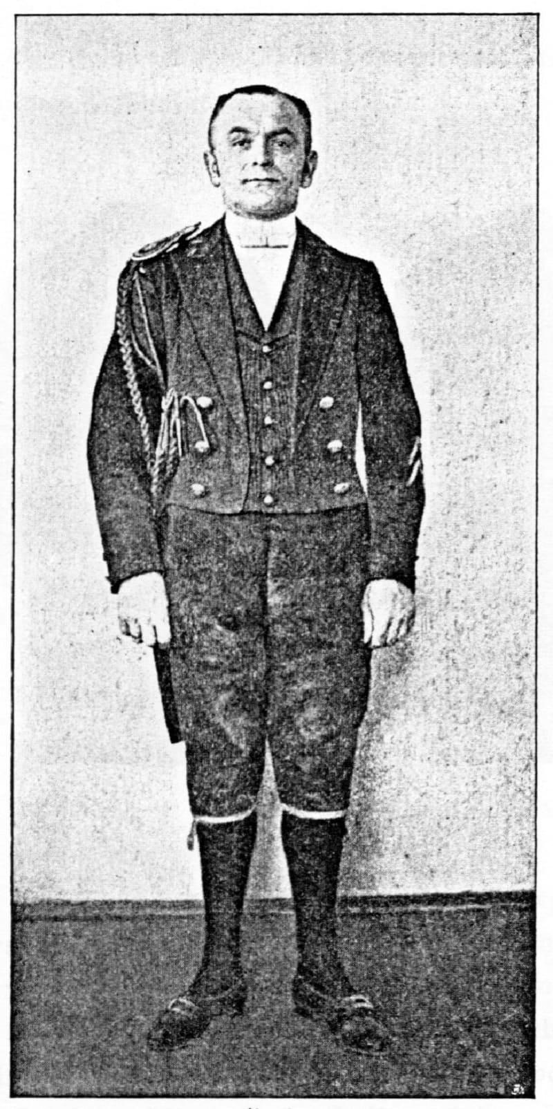 Английский слуга в ливрее, около 1900 года
