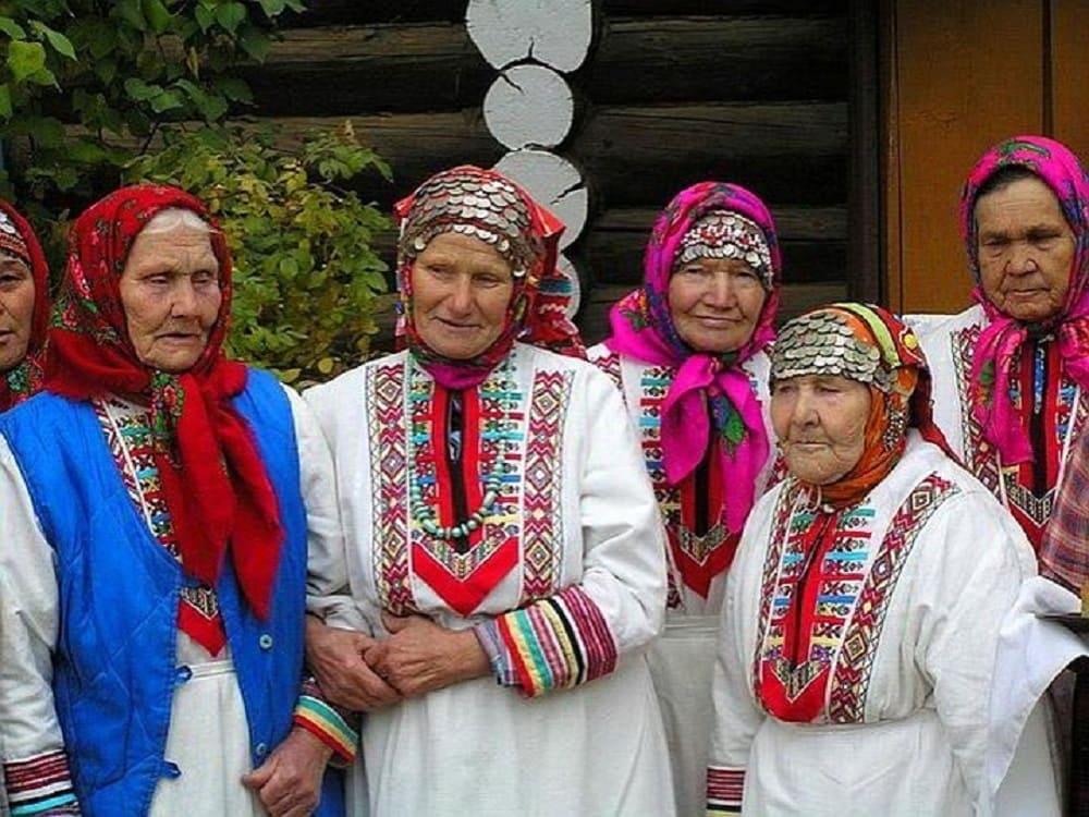 Бесермянские женщины независимо от возраста в день национального праздника выглядят ярко и колоритно / nazaccent.ru