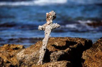 Меч, который, как полагают, принадлежал крестоносцам, который приплыл в Святую Землю почти тысячу лет назад,